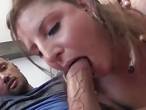 Brunette Amateur-BBW-Girl tries Anal with MILF-Couple